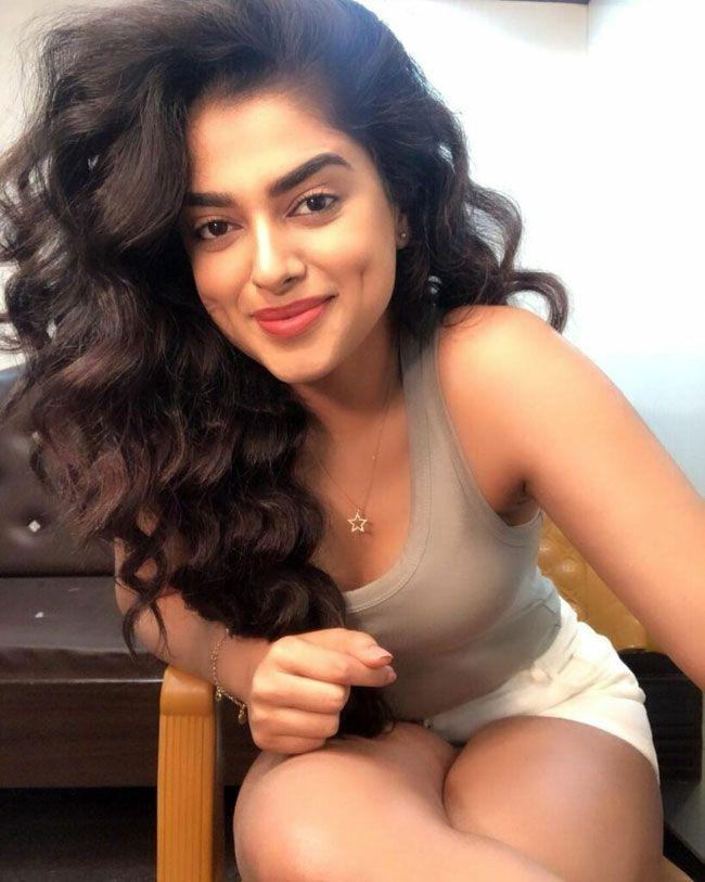 Siddhi Idnani Stunning People With Her Trendy Looks