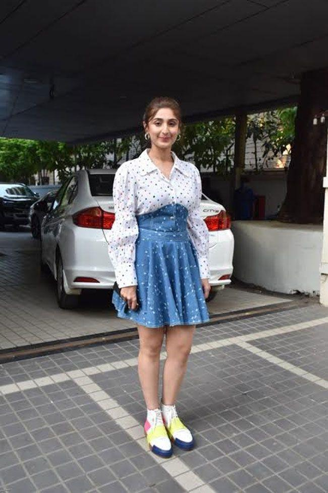 Urvashi rautela And dhwani bhanushali snapped at Tseries Office Andheri