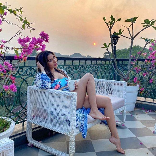 Sophie Choudry Glam Pics
