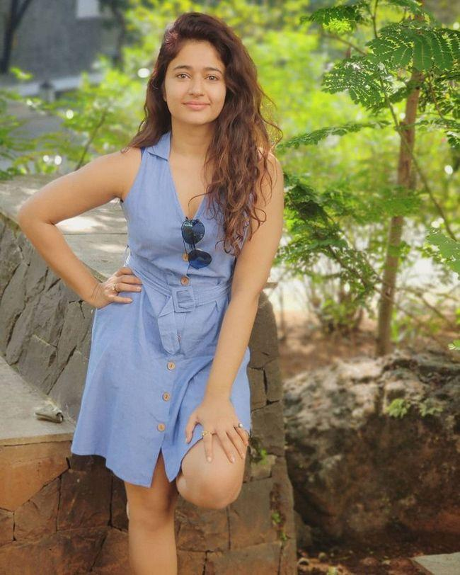Poonam Bajwa Looks Beautiful