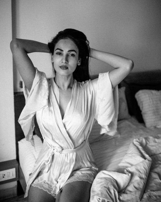 Sonal Chauhan Trendy Stills
