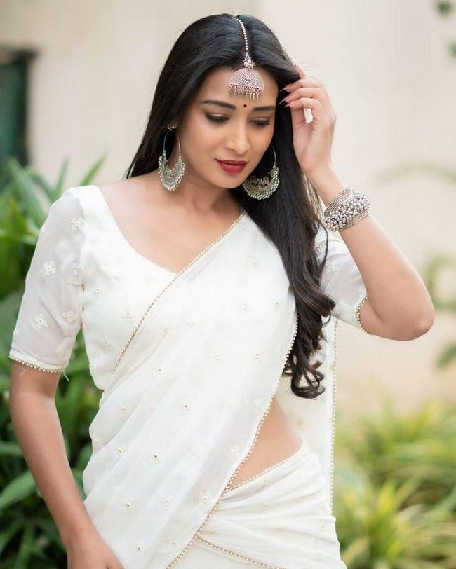 Bhanu Shree Looking Beautiful In White saree