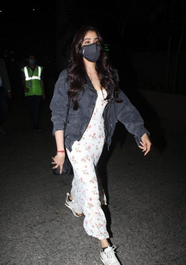 Janhvi Kapoor arrives at the airport