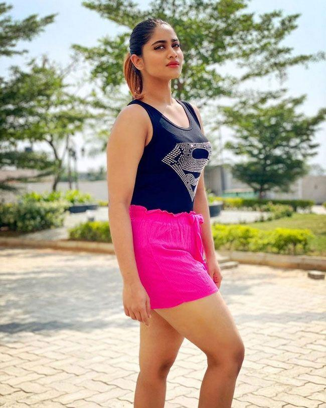 Shivani Narayanan Latest Gallery