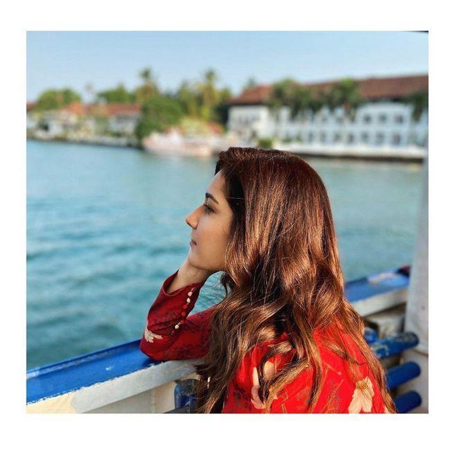 Raashi Khanna Awesome Stills
