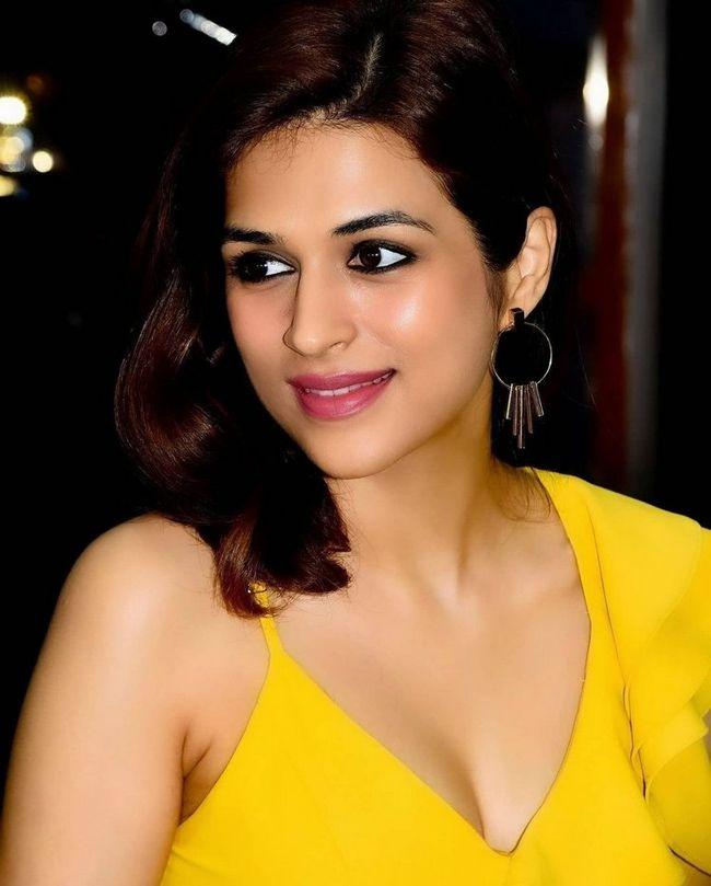 Shraddha Das Beauty Pictures