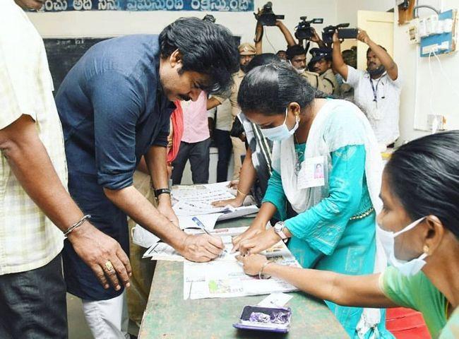 Janasena Chief Pawan Kalyan Cast His Vote In Vijayawada