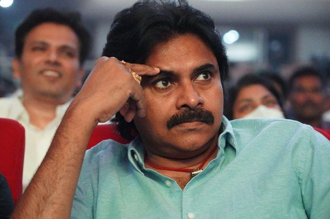 Pawan Kalyan At Vakeel Saab Movie Pre Release Event
