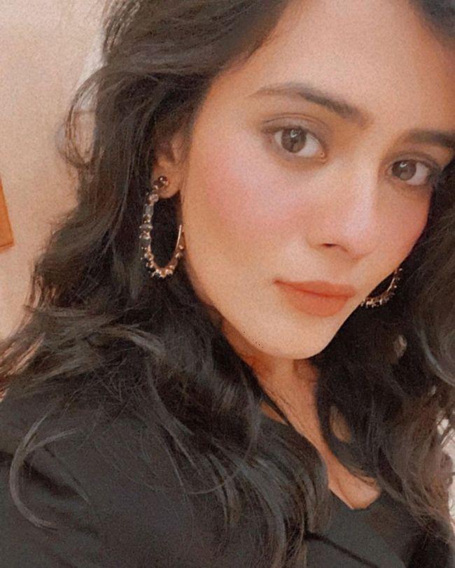 Hebah Patel Pics Goes Viral