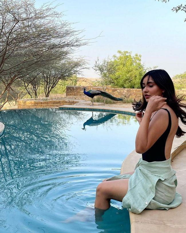 Neha Sharma Trendy Pics