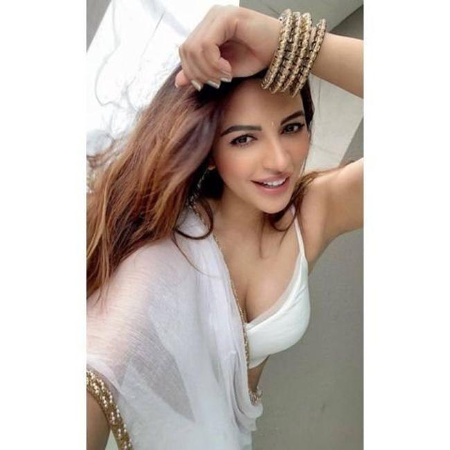 Shama Sikander Looks Stunning