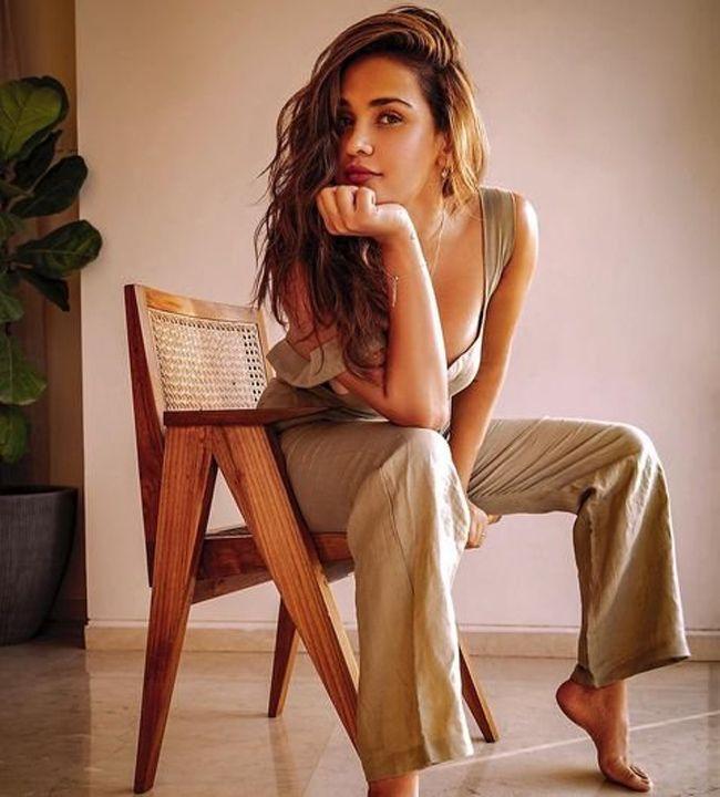 Aisha Sharma Looks Elegant