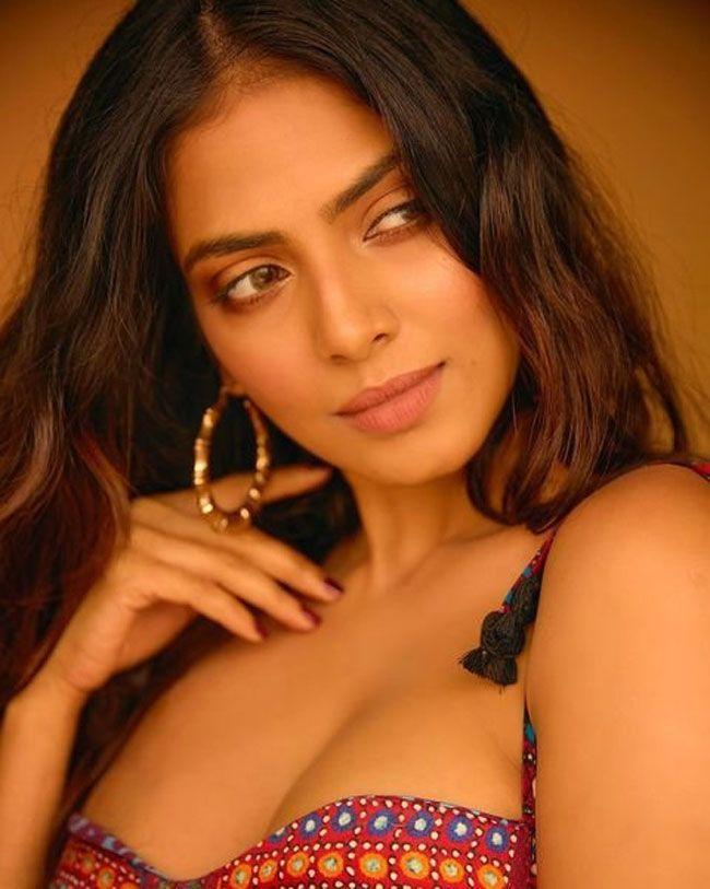 Malavika Mohanan Photos Gallery