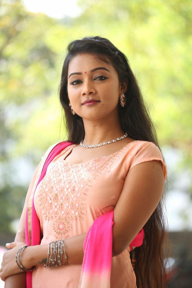 Nainisha Beauty Looks