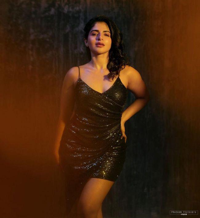 Iswarya Menon Trendy Looks
