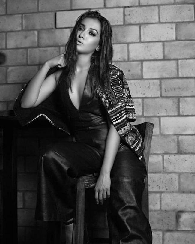 Catherine Tresa Charming Poses