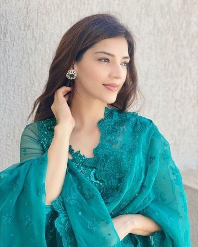 Mehreen Pirzada Photos