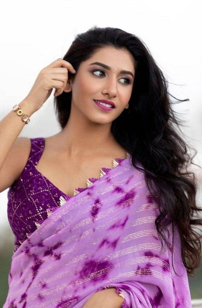 Vishnu Priya Latest Saree Pictures