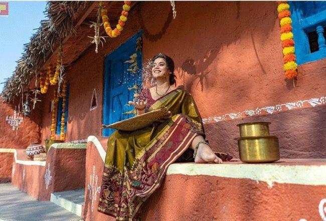 Yamini Bhaskar Latest Pictures