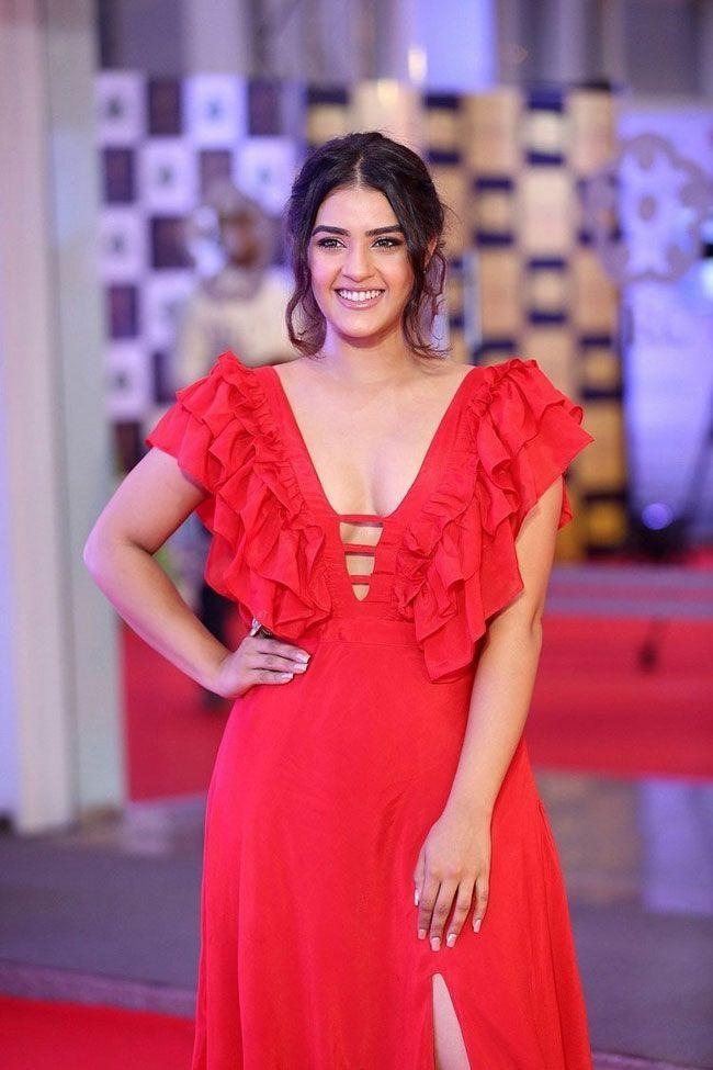 Kavya Thapar Looks Beautiful In Red dress