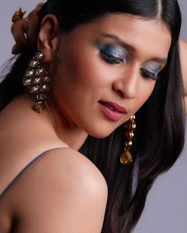 Mannara Chopra New Looks
