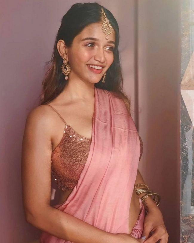 Anaika Soti Looks Adorable