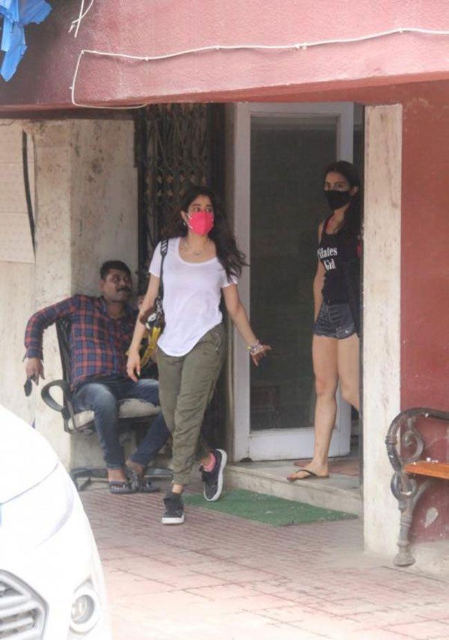 Sara Ali Khan and Janhvi Kapoor Pictures