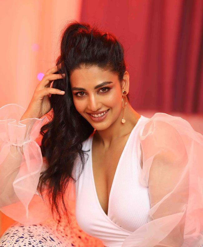 Daksha Nagarkar Glam Looks