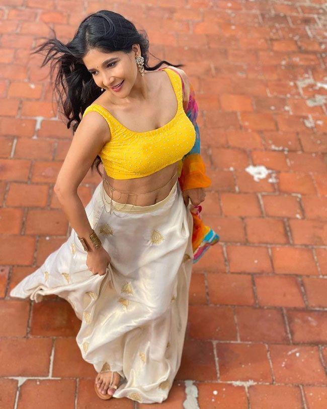 Sakshi Agarwal New Hd Pics