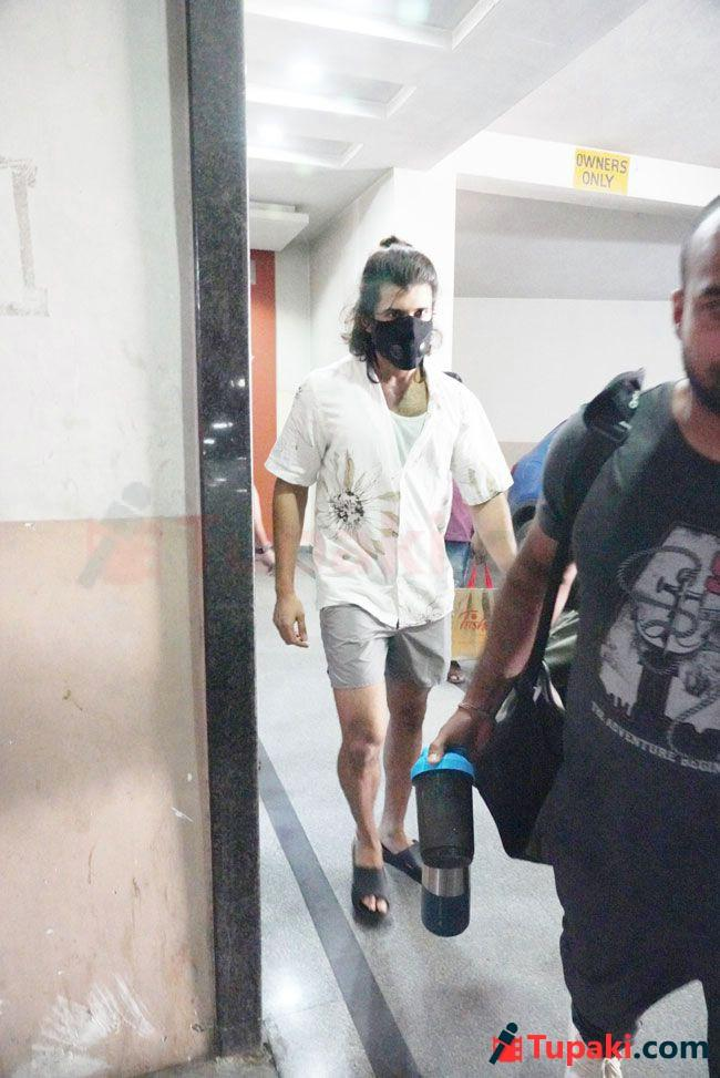 Vijay Deverkonda papped post Gym session In Hyderabad