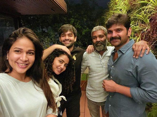 Vunnadhi Okate Zindagi Movie Actors Meet Up
