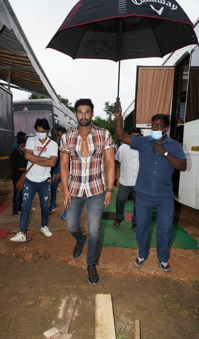Sreenivas Bellamkonda SS Rajamouli VV Vinayak At Chatrapathi Remake Opening