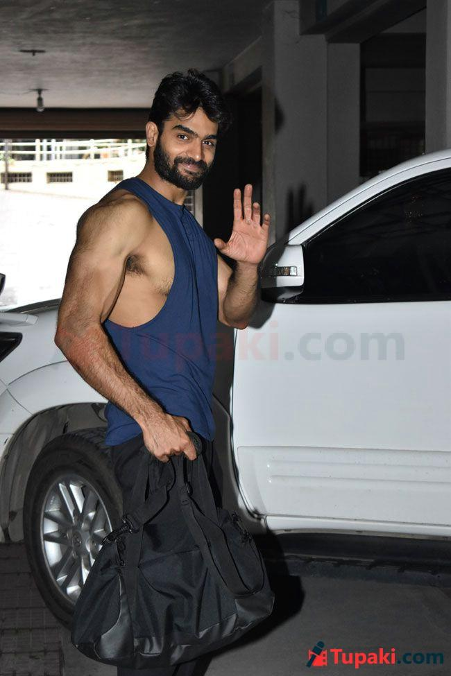 Kartikeya Walking Into The Gym With A New Look