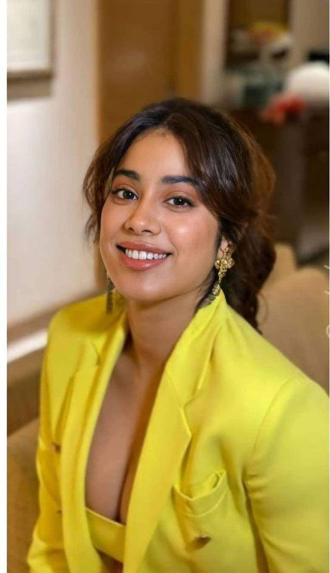 Janhvi Kapoor Stuns People with Yellow Colour Dress