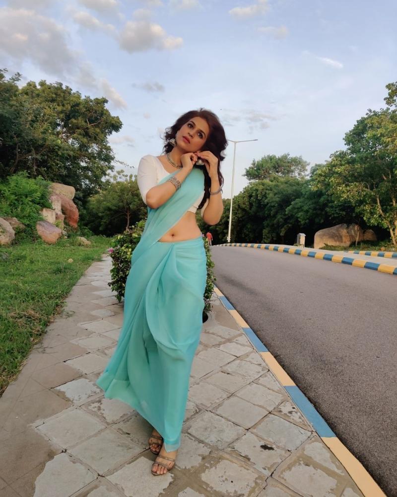 Shraddha Das is beautiful in a saree