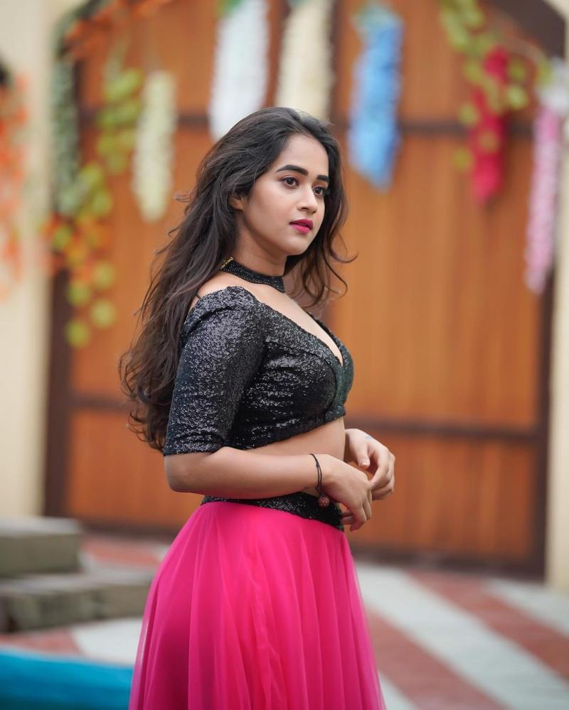 Actress Deepthi Sunaina Latest Photoshoot