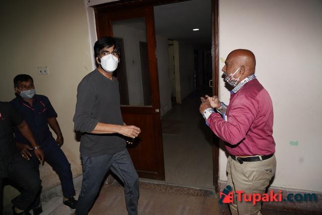 Ravi Teaj at ED office in Hyderabad