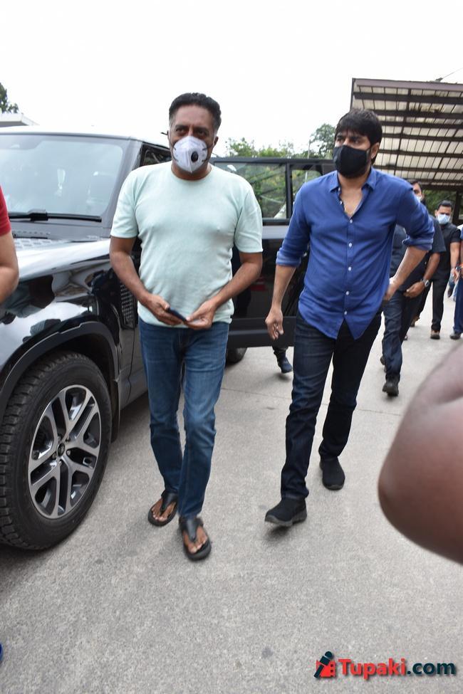Actor Prakash Raj,Srikanth Visits Apollo hospital for Sai Dharam Tej