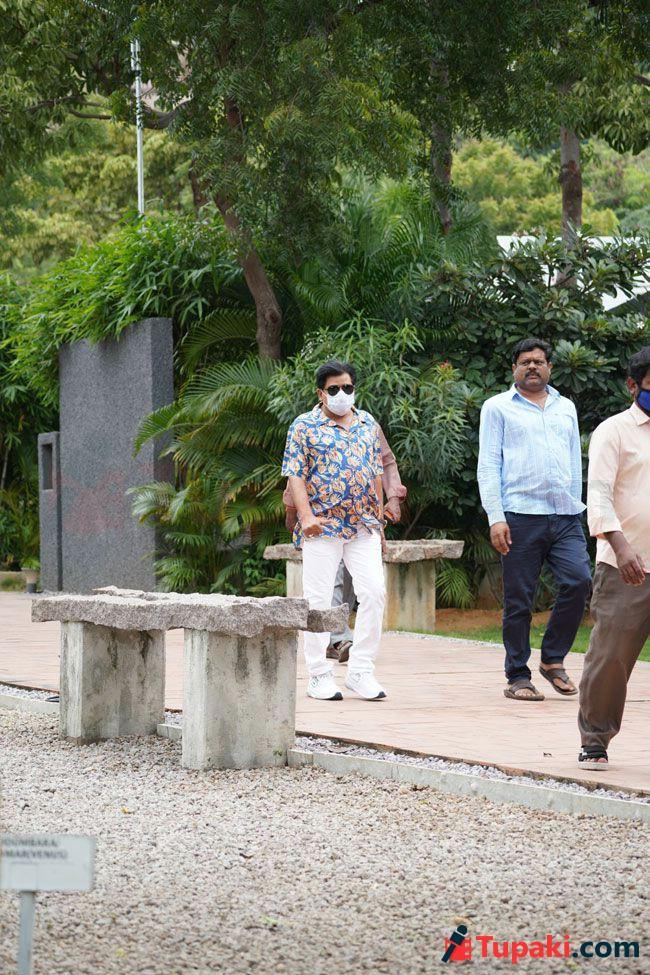 Tollywood celebs At Utteja wife Last Rites In Hyderabad