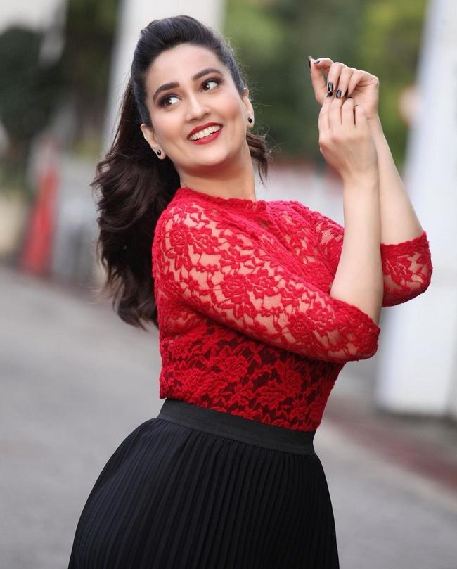 Anchor Manjusha Latest Pictures of Insta