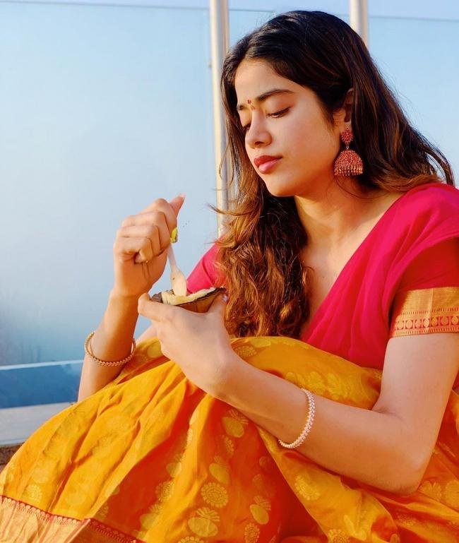 Janhvi Kapoor Looking Pretty in her New Pics