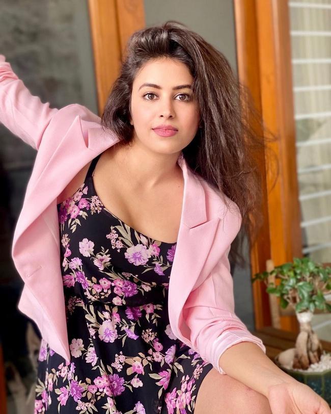 Glamorous pics of Shobhita Rana