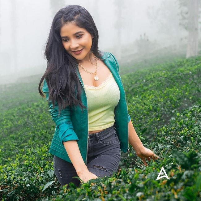 Sakshi Agarwal is Cute Looks in New Pics