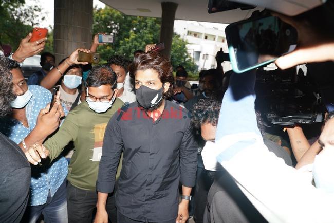 Actor Allu Arjun at Apollo hospital for sai dharam tej