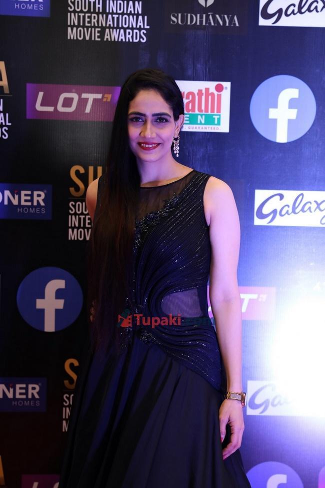 Nithya Shetty and Komal Sharma at SIIMA Awards 2021 Awards Red Carpet