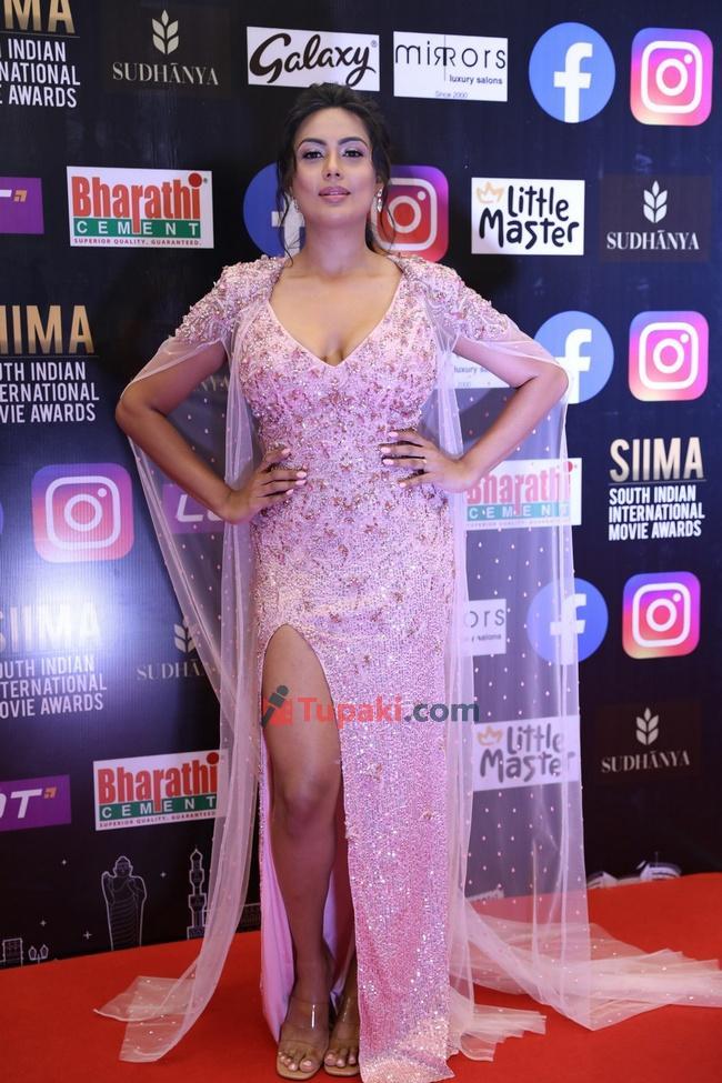 Prajnas and Sri Prahlad at SIIMA Awards 2021 Awards Red Carpet