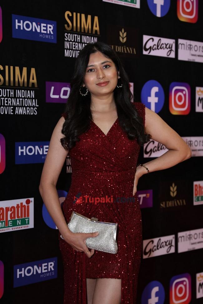 Shubra Aiyappa and Shweta Shinde at SIIMA Awards 2021 Awards Red Carpet
