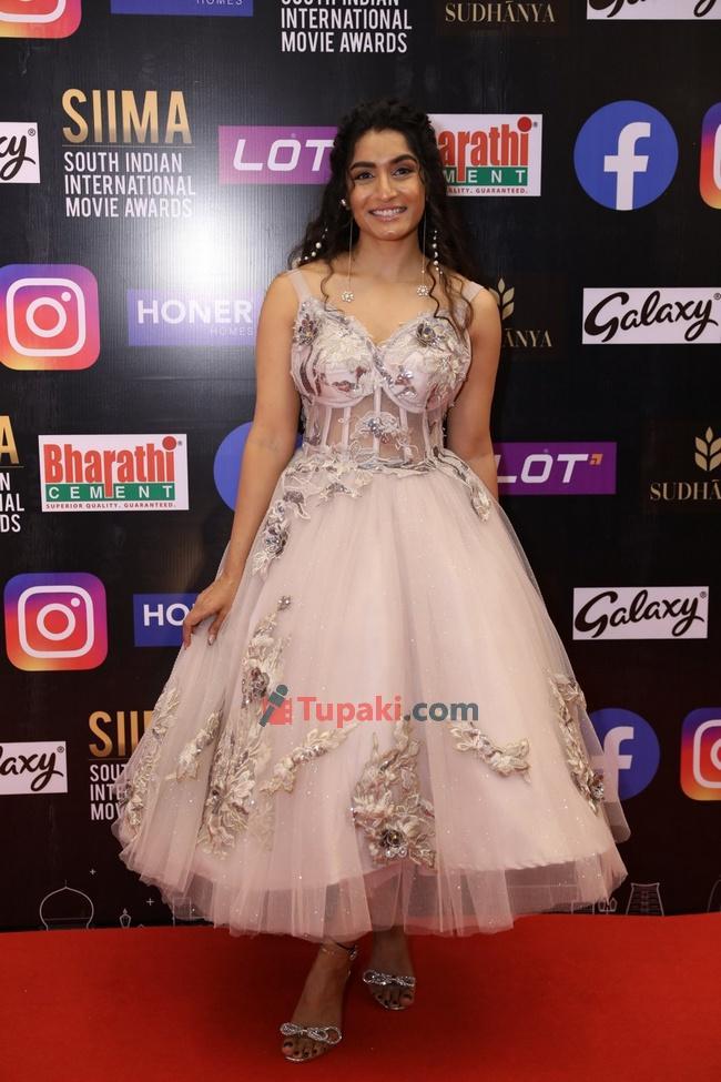 Roopa Koduvayur and Tejaswi at SIIMA Awards 2021 Awards Red Carpet