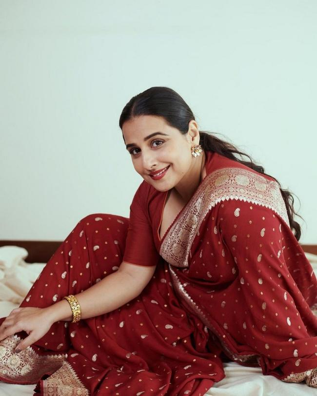 Vidya Balan Looking Awesomme in a Red Saree