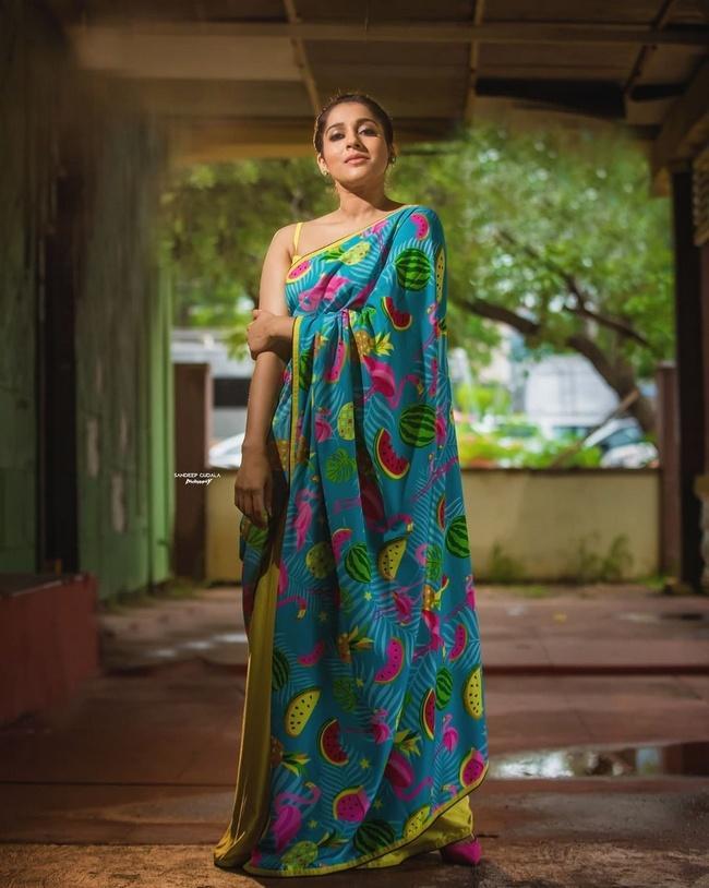 Anchor Rashmi Gautam Latest Photoshoot in a Saree